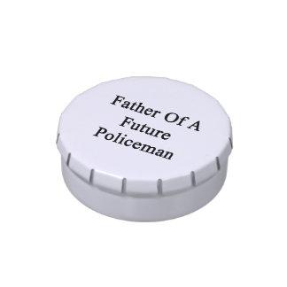 Padre de un policía futuro latas de caramelos