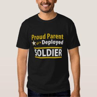 Padre orgulloso de encargo de una camisa