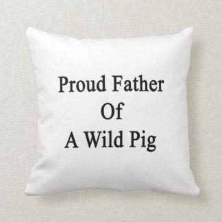 Padre orgulloso de un cerdo salvaje cojín