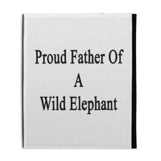 Padre orgulloso de un elefante salvaje