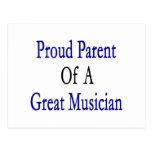 Padre orgulloso de un gran músico postal