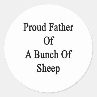 Padre orgulloso de un manojo de ovejas pegatina redonda