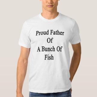 Padre orgulloso de un manojo de pescados remera