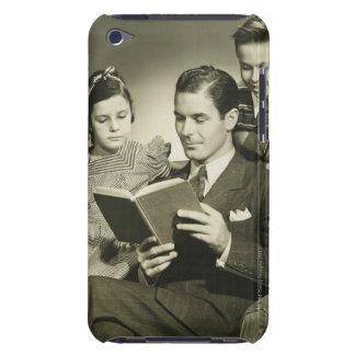 Padre que lee al hijo Case-Mate iPod touch coberturas