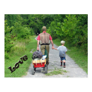 ¡Padre y hijo que vuelven del río/del amor! Tarjeta Postal