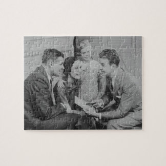 Padres e hija (6-7) que hablan con el varón puzzles