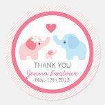 Padres y fiesta de bienvenida al bebé del elefante etiquetas redondas