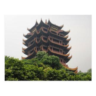 Pagoda amarilla de la grúa postales