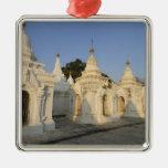 Pagoda de Kuthodaw en Mandalay, conocida como Ornamento De Navidad