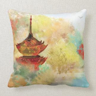 Pagoda en la almohada del personalizado del bosque