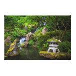Pagoda y charca en el jardín japonés impresiones en lienzo estiradas