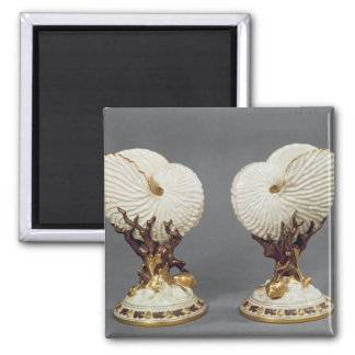 Pair of Worcester vases shaped as Nautilus Magnet