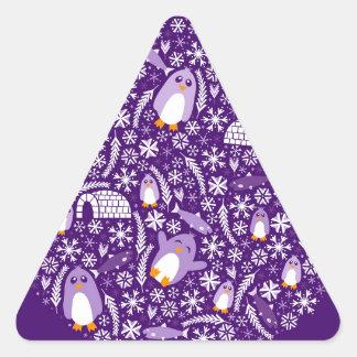 País de las maravillas del pingüino pegatina triangular