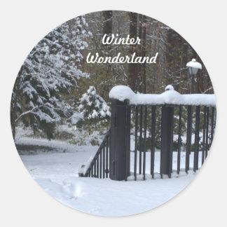 País de las maravillas redondo del invierno Nevado Pegatina Redonda