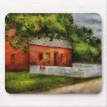 País - granja - una pequeña casa de la granja alfombrilla de ratón