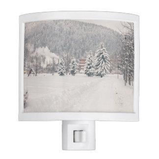 Paisaje blanco del país de las maravillas del invi lámpara de noche