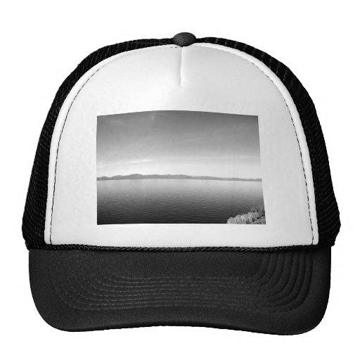 Paisaje blanco y negro 10 gorras de camionero
