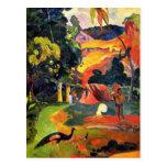 Paisaje de Gauguin con la postal de los pavos real
