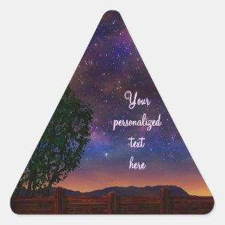 Paisaje de la noche estrellada - con el texto pegatina triangular