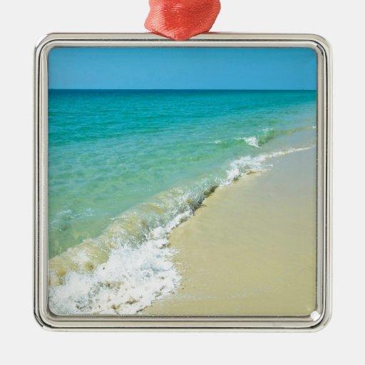 Paisaje de la playa adorno navideño cuadrado de metal