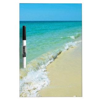 Paisaje de la playa pizarra blanca
