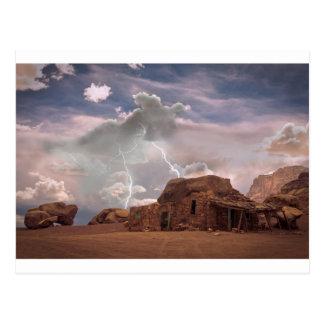 Paisaje de la tormenta del relámpago del desierto postales