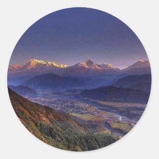 Paisaje de la visión: HIMALAYA POKHARA NEPAL Pegatina Redonda
