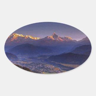 Paisaje de la visión: HIMALAYA POKHARA NEPAL Pegatina Ovalada