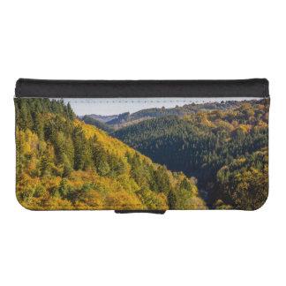 Paisaje de las colinas del otoño, follaje colorido