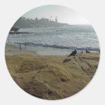 Paisaje de las ondas de arena de la playa del pegatina redonda