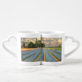Paisaje de los campos de flor de la primavera tazas para enamorados