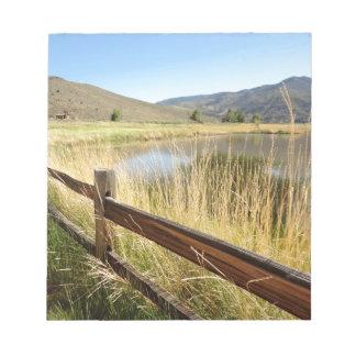 Paisaje de Nevada con la cerca de madera, lago, Bloc De Notas