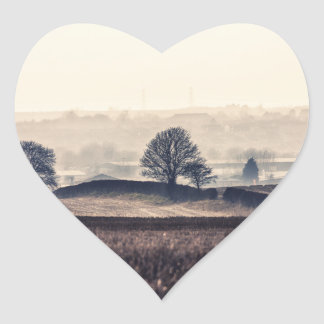 Paisaje de niebla de los campos pegatina corazon personalizadas