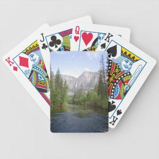 Paisaje de Yosemite con la cascada Barajas De Cartas