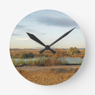 paisaje del desierto reloj redondo mediano