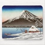 Paisaje del invierno con la vista del monte Fuji Alfombrillas De Ratones