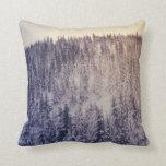Paisaje del invierno de la pendiente almohada