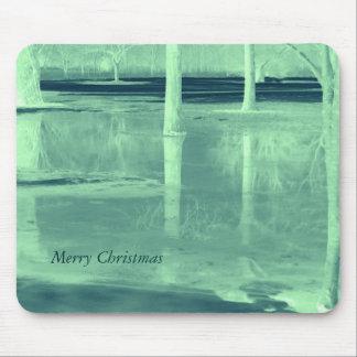 Paisaje del invierno de las Felices Navidad Tapetes De Raton