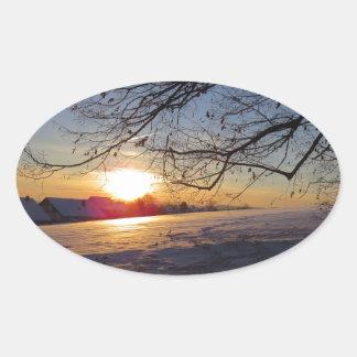Paisaje del invierno pegatina ovalada