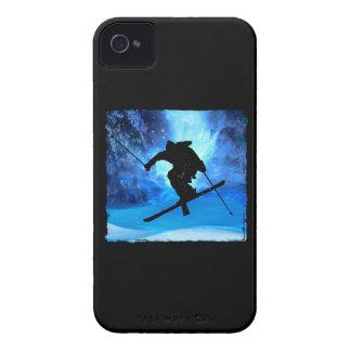Paisaje del invierno y esquiador del estilo libre Case-Mate iPhone 4 protectores