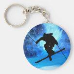 Paisaje del invierno y esquiador del estilo libre llaveros