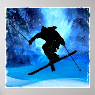 Paisaje del invierno y esquiador del estilo libre posters
