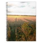 Paisaje del otoño con arte rústico de la foto de c libros de apuntes con espiral