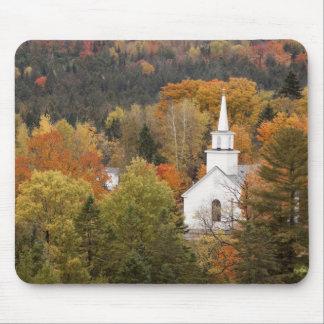 Paisaje del otoño con la iglesia, Vermont, los E.E Alfombrillas De Ratones
