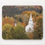 Paisaje del otoño con la iglesia, Vermont, los E.E Tapete De Raton