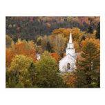 Paisaje del otoño con la iglesia, Vermont, los Postal