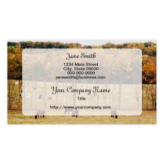 Paisaje del otoño con los caballos y las vacas tarjetas de visita