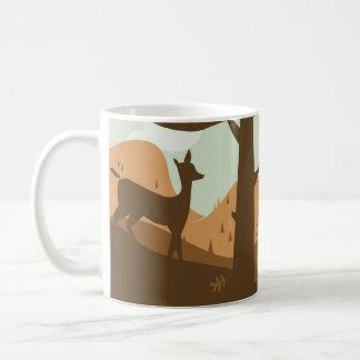 Paisaje del otoño con los ciervos taza de café