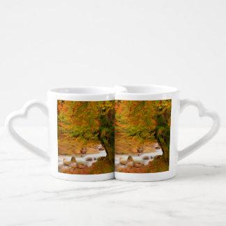 Paisaje del otoño del río y de los árboles set de tazas de café