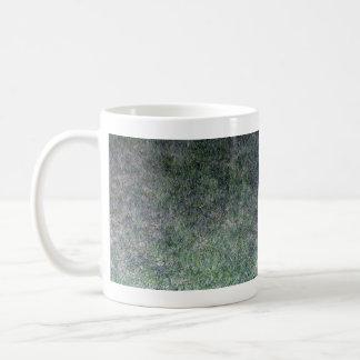Paisaje fresco de la hierba verde taza